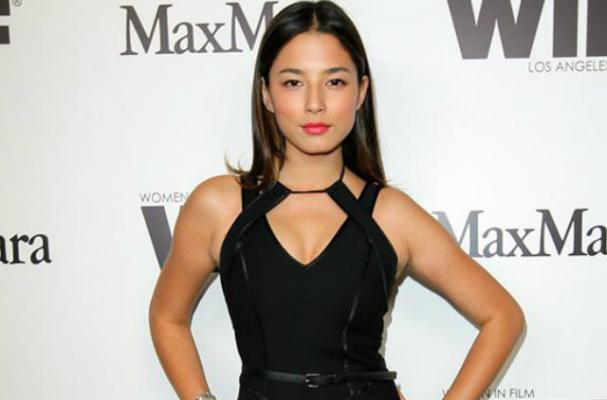 Jessica Gomes Follows a Low-Carb Diet