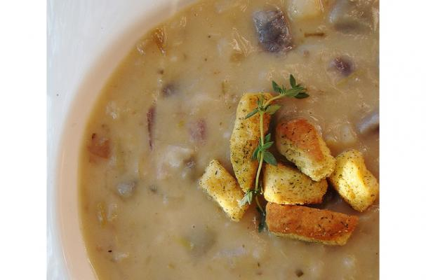 potato soup with garlic croutons